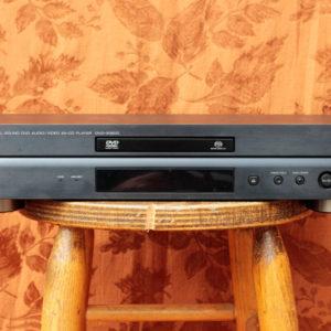 Yamaha_DVD-S1800-Front